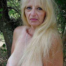 Elle t'invite chez elle à Perpignan pour une baise hard
